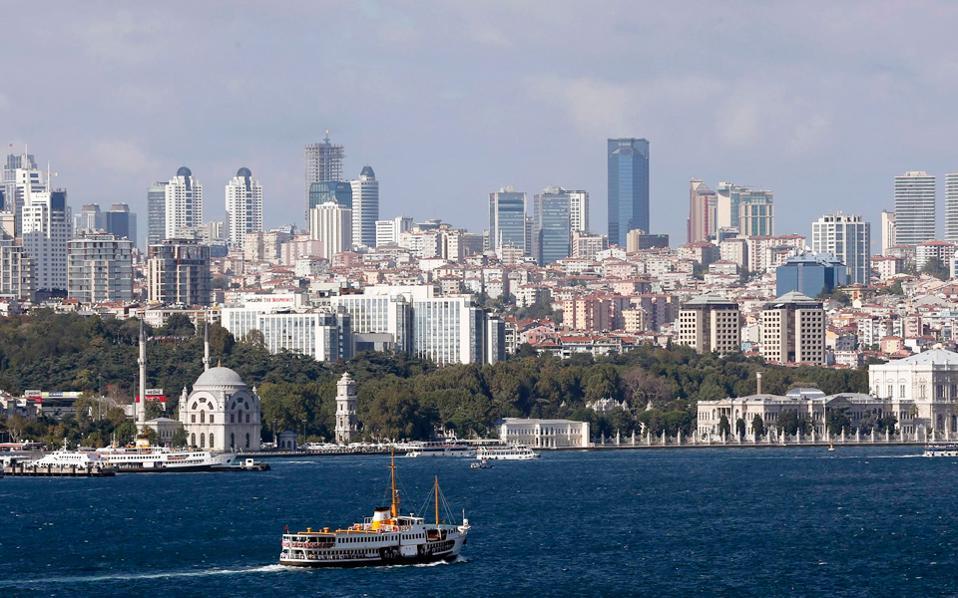 Η Τουρκία επιχειρεί με πλέγμα ισχυρών οικονομικών και άλλων μέτρων να περιορίσει τις απώλειες στον τουρισμό της με την παροχή κινήτρων για την ενίσχυση των τουριστικών ροών και από την Ελλάδα.