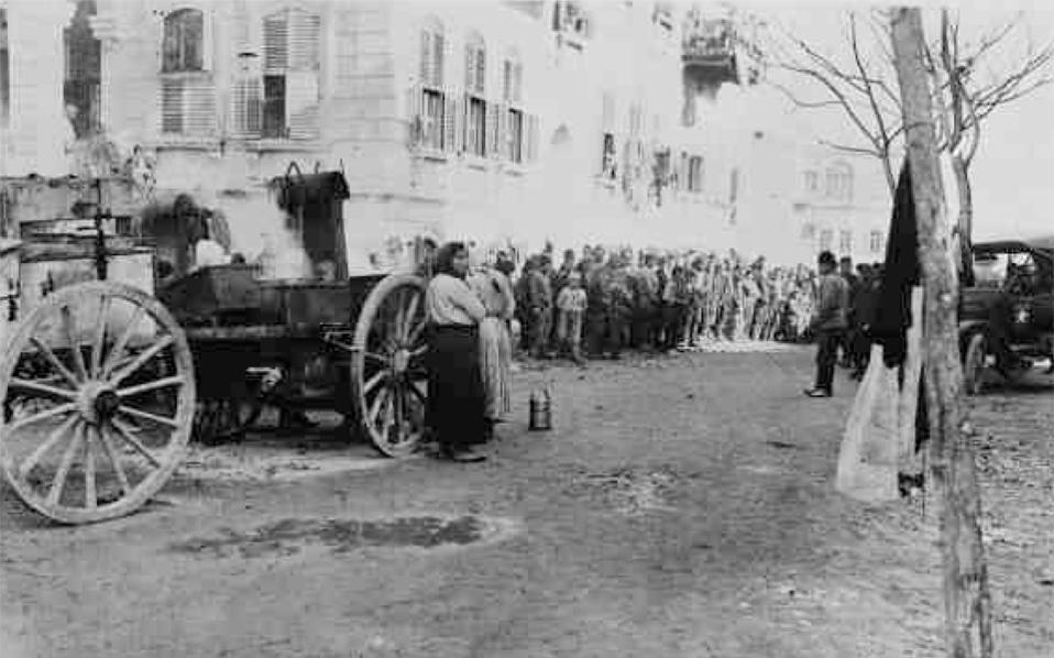 Ελληνες πρόσφυγες στο Χαλέπι της Συρίας το 1923 (Βιβλιοθήκη του Κογκρέσου, εντοπίστηκε από τον δημοσιογράφο των «Irish Times» Μακόν Ουλάντ).