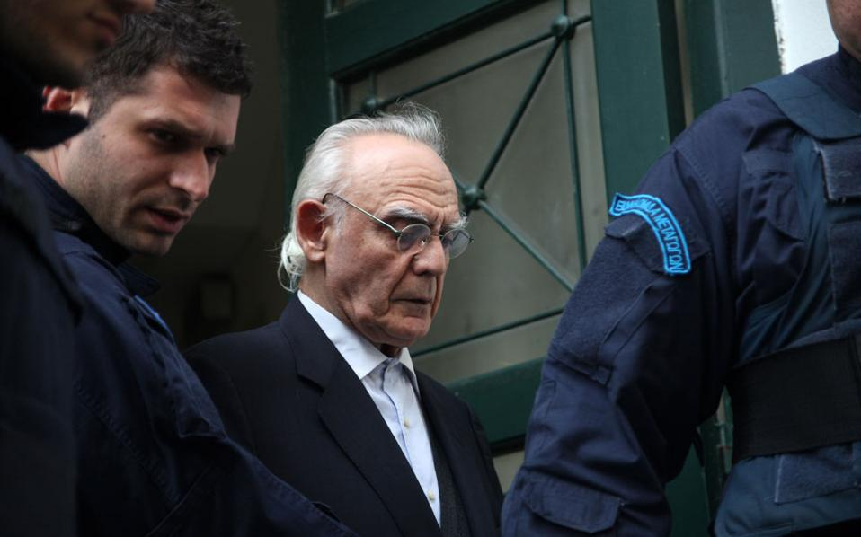 Άκης Τσοχατζόπουλος: Γιατί παραμένει στη φυλακή παρά την απόφαση αποφυλάκισης;