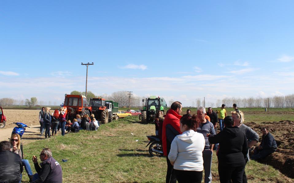 Τον Μάρτιο του 2016, κάτοικοι των Γιαννιτσών είχαν στρατοπεδεύσει και οργώσει με τρακτέρ τον χώρο όπου επρόκειτο να δημιουργηθεί κέντρο προσφύγων.
