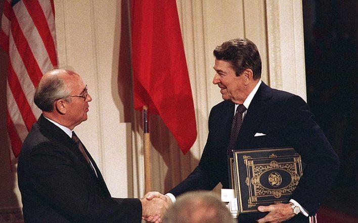 Οι ΗΠΑ εγκαταλείπουν την ιστορική συμφωνία με τη Ρωσία για τα πυρηνικά