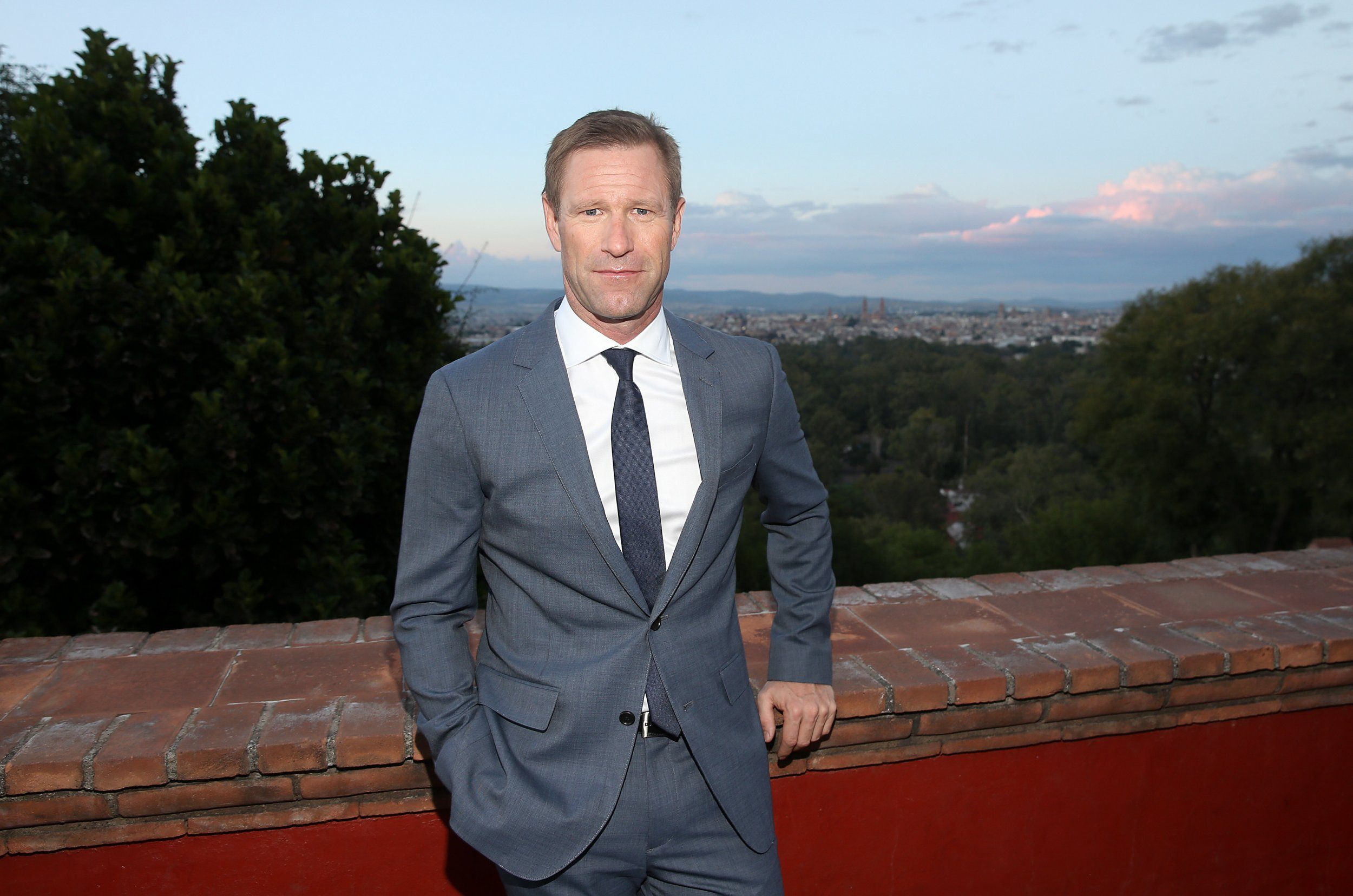 Aaron Eckhart On Sully And Tom Hanks Running For