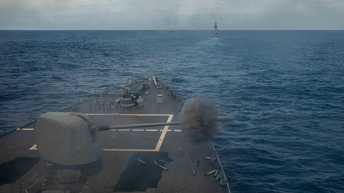 美澳南海實彈軍演 「海鷹」高難度滯空加油