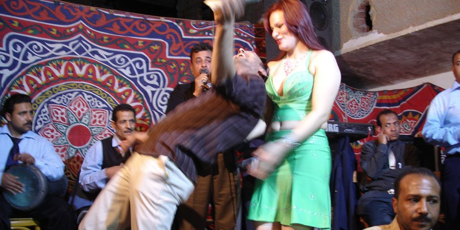 الأغاني الإباحية في أفراح صعيد وقرى مصر ودلالتها رصيف 22