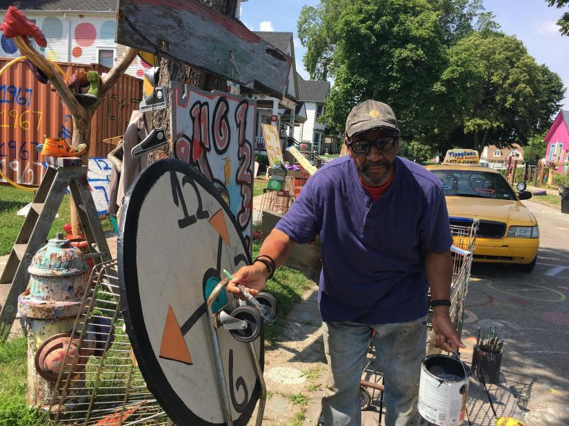 At the corner of Heidelberg Street, for over twenty years, artist Tyree Guyton has colonized the space with his Baroque creations drawn from objects recovered from abandoned houses.