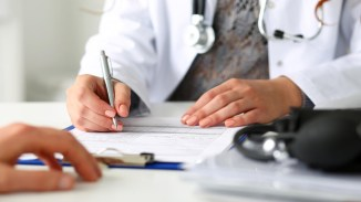 French workplace doctors start vaccinating employees at risk