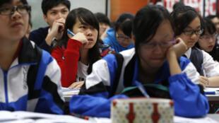 疫情还未爆发时,曾经备战高考的香港学生们。