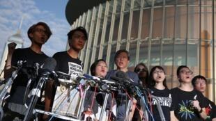 香港民阵宣布周日按计划大游行,但17日不会发起罢工罢市罢学。