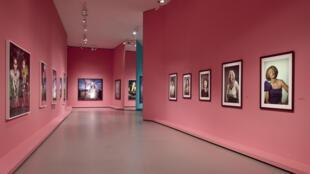 """Installation view of the exhibition """"Cindy Sherman: a retrospective (1975-2020)"""", Fondation Louis Vuitton, Paris."""