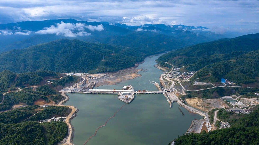 Ảnh minh họa : Đập Xayaburi, dài 820 mét, do Trung Quốc xây trên thượng nguồn sông Mêkông tại Lào.