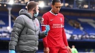 Liverpool defender Virgil van Dijk was injured facing Everton on October 17, 2020.