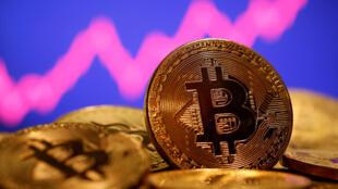 虚拟货币比特币2021年2月16日币值升至5万美金后起伏不定。