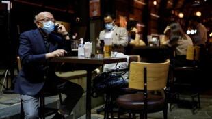 香港中环某酒吧重新开业。摄于2021年4月29日