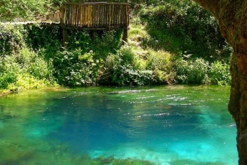 Езеро без дъно - туристическа атракция в Албания