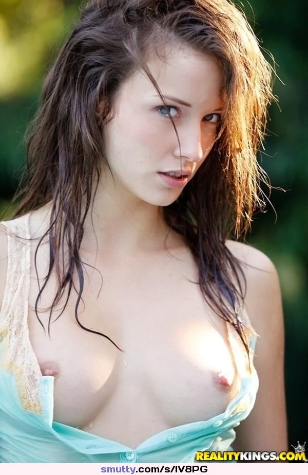 Morgan Saylor  nackt