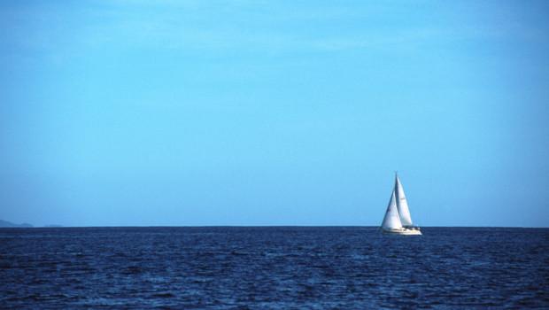 Voilier sur la mer (image d'illustration)