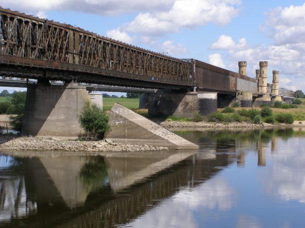 Stal uratowana przez Leskiego i Urbanowicza posłużyła m. in. do odbudowy mostu w Tczewie.