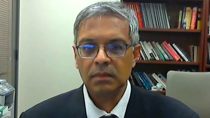Bhattacharya: We should prioritize vaccines based on medical risk