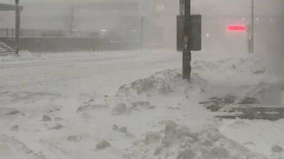 Heavy Lake Effect Snow Falls στο Μπάφαλο της Νέας Υόρκης