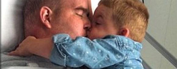Simon Langston y su hijo Alfie / Yahoo