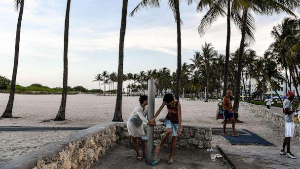 PHOTO: People wash their feet in Miami, June 24, 2020. With increasing cases of coronavirus in the south and west of the United States, officials are reintroducing harsh measures, from consultations in the most affected states to quarantine. (Chandan Hannah / AFP via Getty Images)