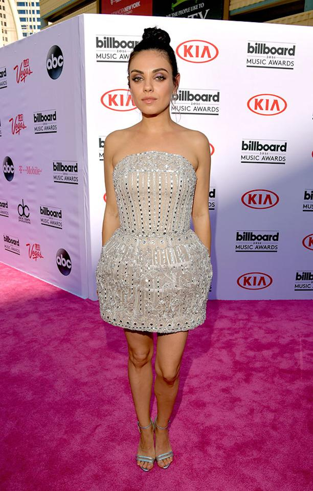<p>Presenter Kunis arrived to promote her forthcoming film <i>Bad Moms</i> in an embellished minidress, highlighting her toned arms.<i>(Photo: Getty Images)</i></p>