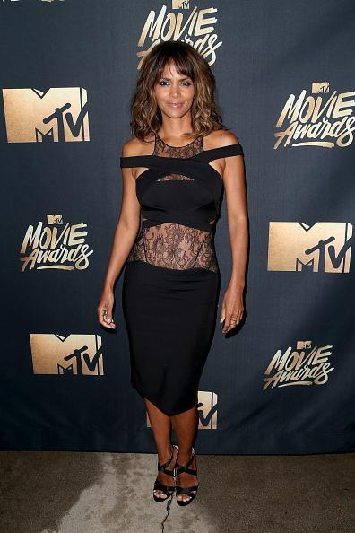 Halle Berry showed off her abs in a black dress with lace cutouts