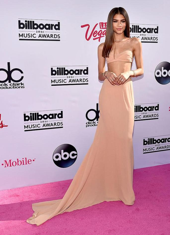 <p>The red carpet standout showed her midriff in a peach two piece dream of a dress, which she offset with shiny, center parted hair.<i><b><br /></b></i></p><p><i>(Photo: David Becker/Getty Images)</i></p>