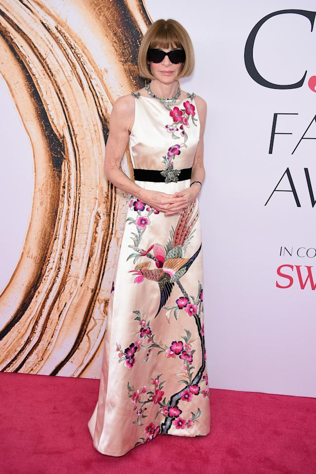 <p>Anna Wintour is obviously wearing Gucci to present the brand's creative director Alessandro Michele with the International Award.<i> (Photo: Getty Images)</i><br /></p>