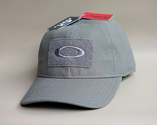 Original topi Oakley Standard Issue SI Cap warna worn olive