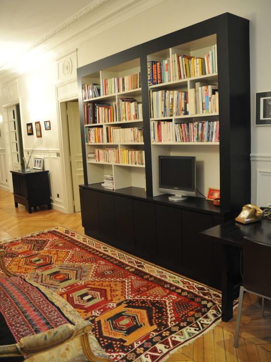 Bibliothque Contemporaine Noire Dans Un Appartement