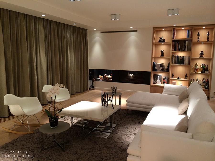 salon contemporain avec cheminee et