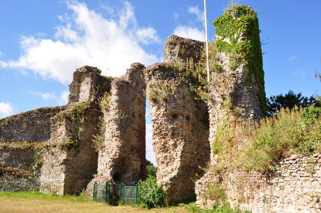 Bungay Castle Towers 169 Ashley Dace Cc By Sa 2 0