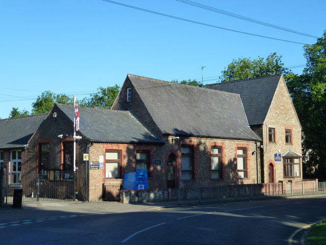 Village school in Leverington © Richard Humphrey cc-by-sa/2.0