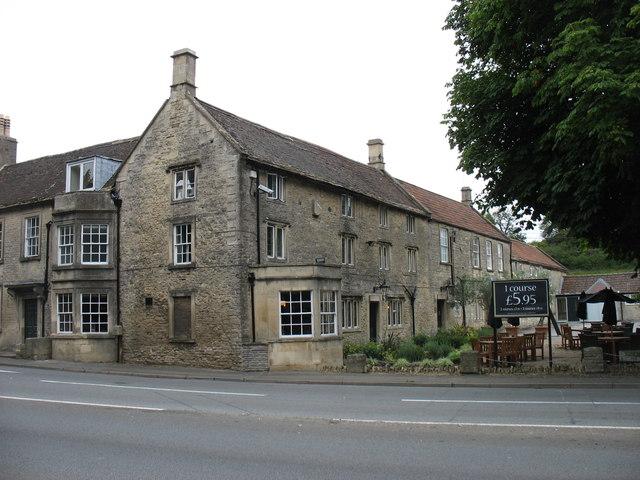 The Cross Hands hotel, Old Sodbury © David Purchase cc-by-sa/2.0
