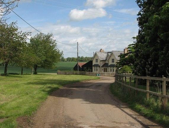 Cockayne Hatley: Home Farm © John Sutton cc-by-sa/2.0 :: Geograph