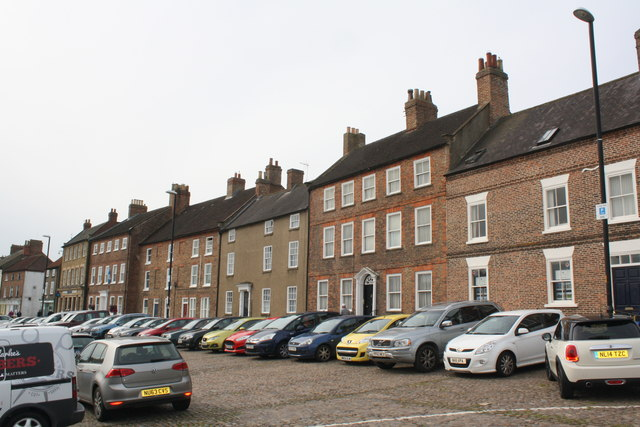 Town houses, North End, Bedale © JThomas cc-by-sa/2.0 :: Geograph