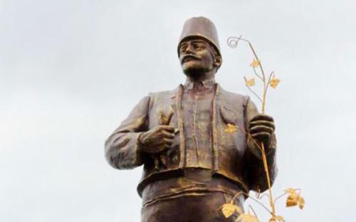 Вандалы в Польше украли и обезглавили памятник Рокоссовскому