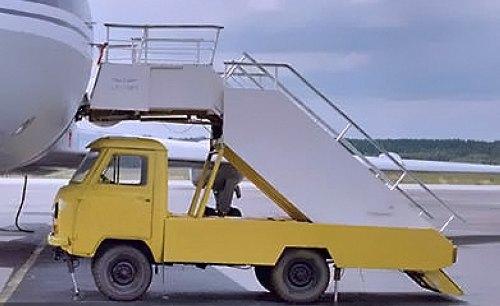 """Аэродромная """"Ретро"""" техника"""