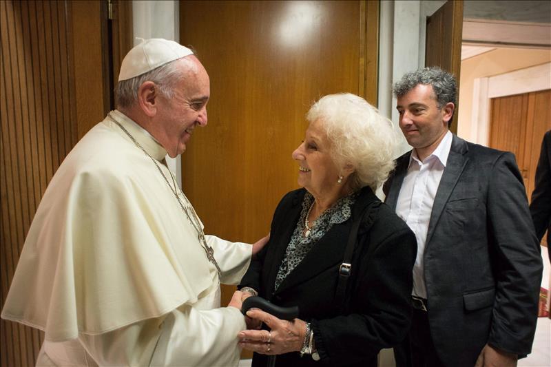 el Papa y Carlotto