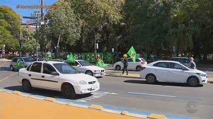 Grupo contrário às medidas de isolamento social protesta em Porto Alegre