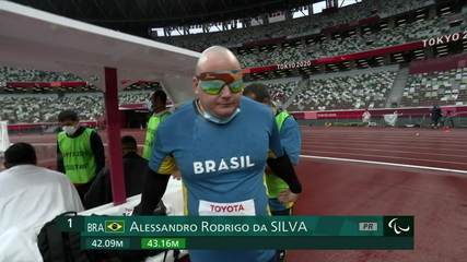 Alessandro da Silva makes 43.16m and sets the Paralympic record for the F11 discus throw