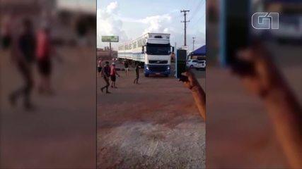 Caminhoneiros bloqueiam BR-010 no Pará