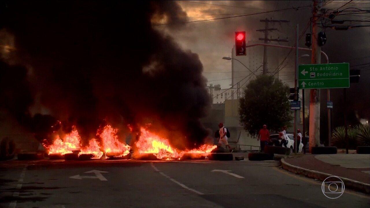 Resultado de imagem para protestos cemig queima pneus