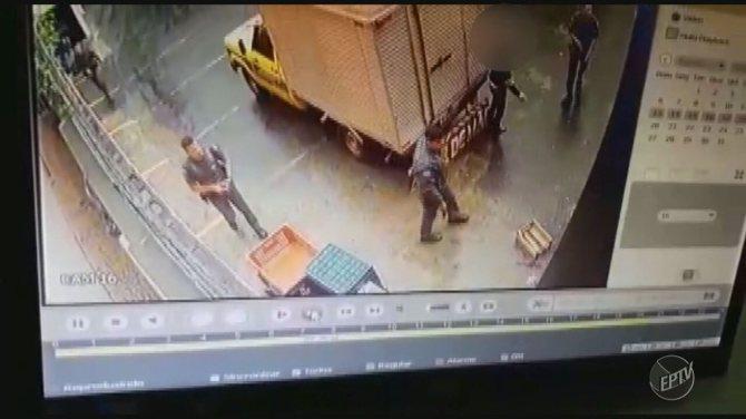 Circuito de segurança registra perseguição da polícia a suspeitos de sequestro em Campinas