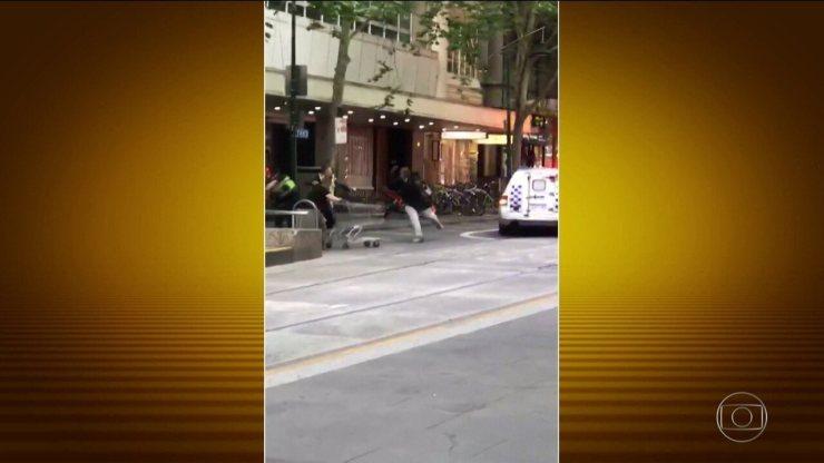 Morador de rua vira herói após tentar impedir um atentado terrorista na Austrália