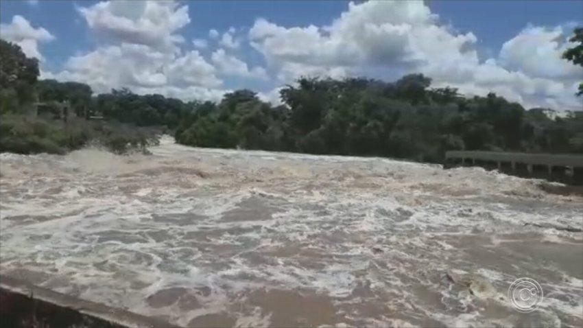 Defesa Civil de Salto monitora nível de água do Rio Tietê