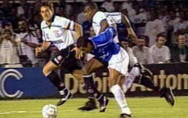 Em 1998, melhores momentos de Cruzeiro 2 x 2 Corinthians, pelas finais do Brasileirão