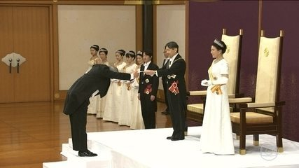 Naruhito becomes emperor and begins the Reiwa era in Japan