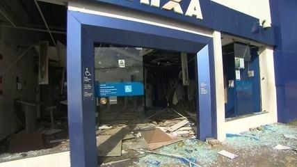 Quadrilha explode agência bancária em Salvador